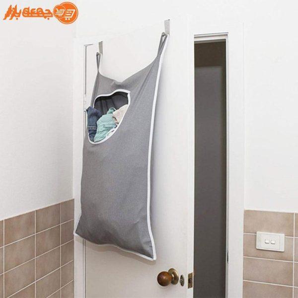 کیسه رخت چرک پشت دری